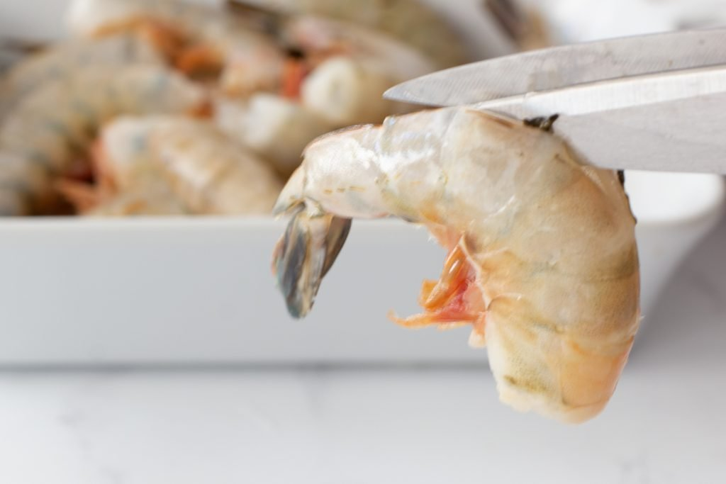 tutorial photo for how to peel and de-vein shrimp.scissors cutting shell