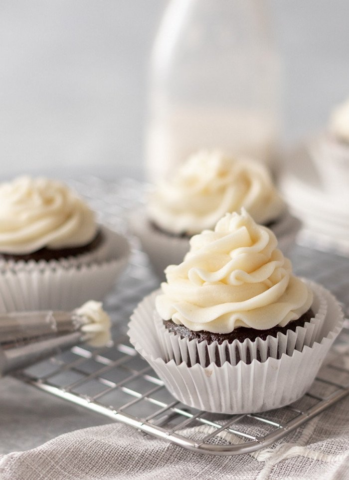 Pipeable Cream Cheese Frosting Recipe